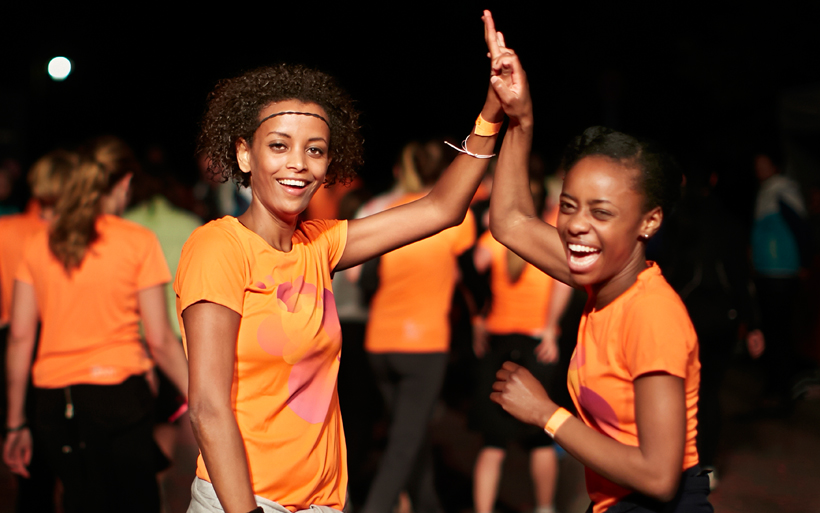 Mein begeisterter Bericht zum großen WOMEN`S 10 KM RUN von NIKE: WE OWN THE NIGHT Berlin /// Es ist geschafft und das, mit einem breiten Lächeln!