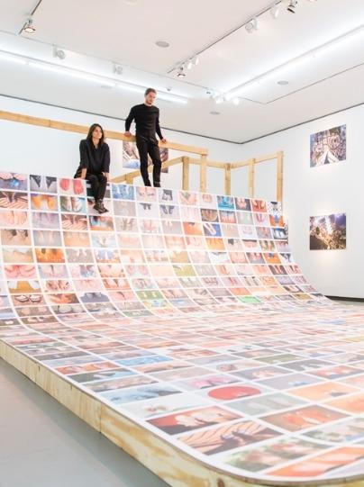 Ausstellungsansicht-Erik-Kessels My-Feet-2015 ©-NRW-Forum-Düsseldorf Foto-Andreas-Kuschner ALIMONIE