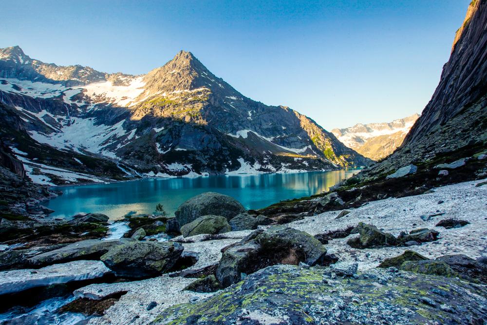 Sonnenaufgang in den Schweizer Alpen am Gelmersee See