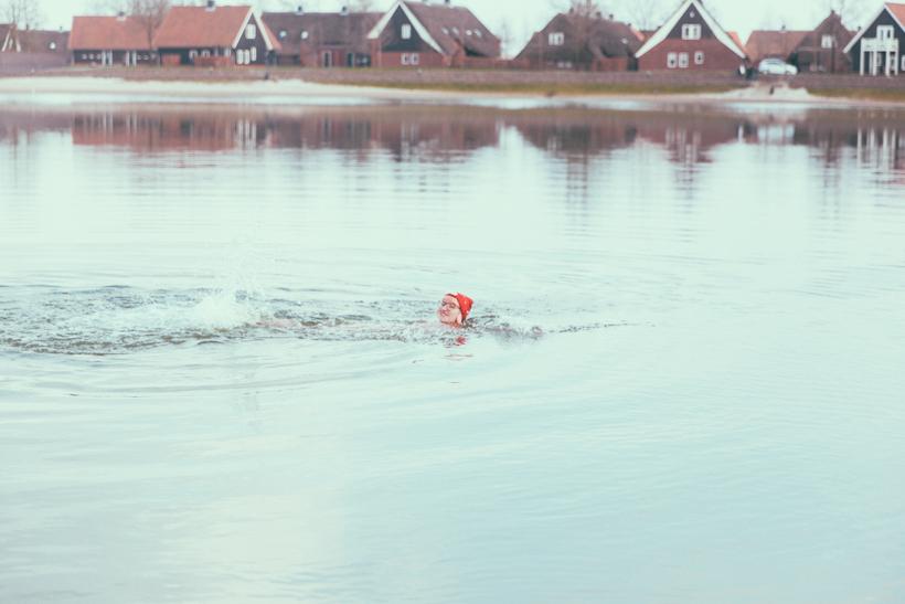 Anbaden auf Niederländisch! Kalt! Kälter! Erfrierungen am kleinen Zeh!