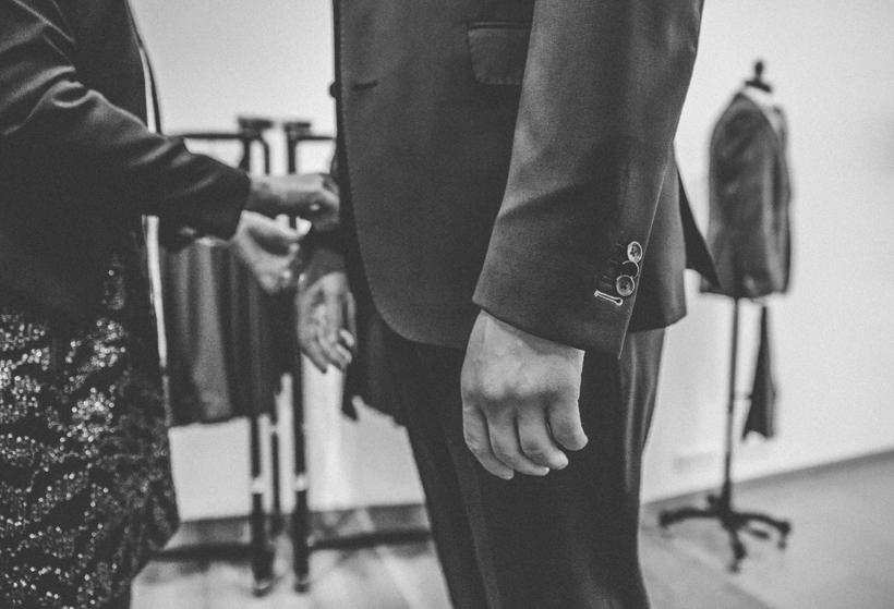 THE BLOKE zaubert Custom Suits & einen Maßanzug für die #ZWEISEINDESIGN Hochzeit!