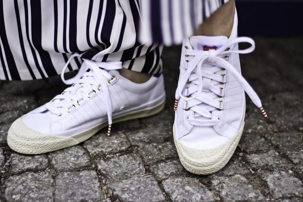 Zwischen Klischees & Sneakern: 50 Jahre K-Swiss & der ständige Wandel der Weiblichkeit!