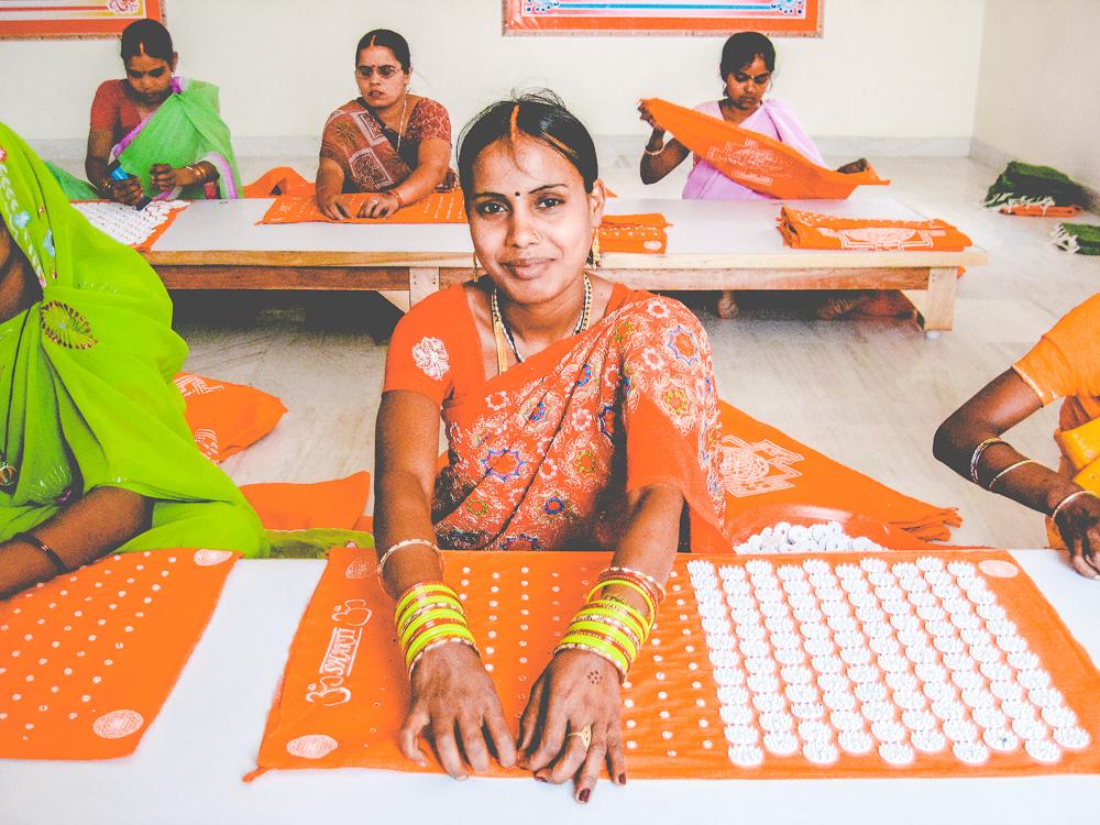 Akupressur für zu Hause direkt aus Indien – Das Shaktimat gegen Schmerzen und Krämpfe