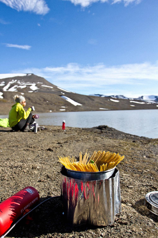 Trekkingnahrung selber machen Wanderung Trockenessen Proviant Camping Kueche Outdoor Nahrung Astronautennahrung Freiseindesign