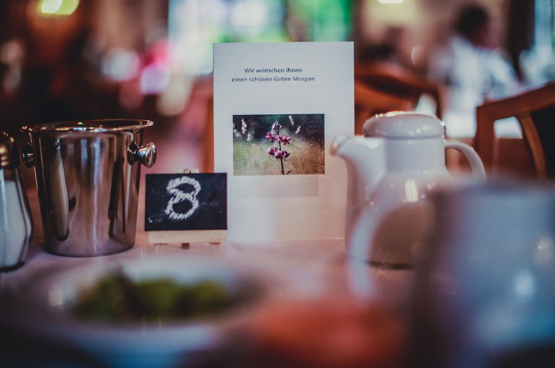 Außerdem werden den Gästen hausgemachte Milch- und Fleischprodukte angeboten.